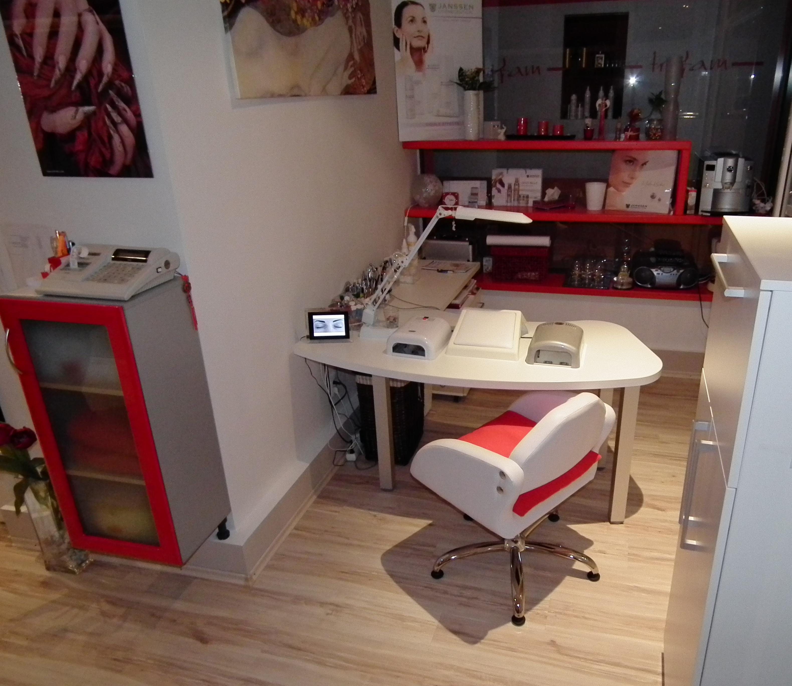 fc762a3ee7 Kozmetický salón ZARA Dolný Kubín Vám ponúka ošetrenie nemeckou  profesionálnou kozmetikou značky Janssen